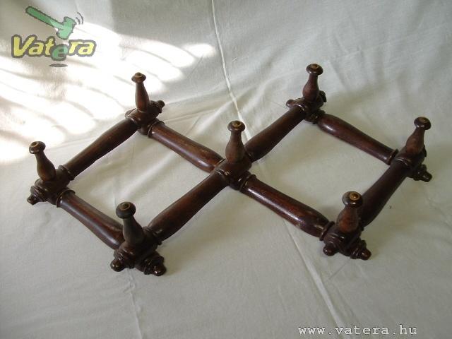 Harmonika szerűem összecsukható válrozat, esztergált fa aasztóval