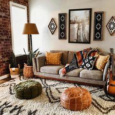 Nappali részlet. Sok lakástextil kiegészítővel. Színes párnákkal szőnyegekkel