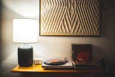 Asztali lámpa hangulatos mosern környezetben