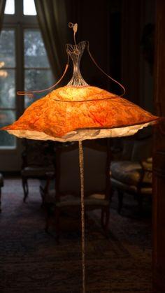 Gyönyörű balerína ragasztott papírból. A balerína szoknyájaa lámpaernyő