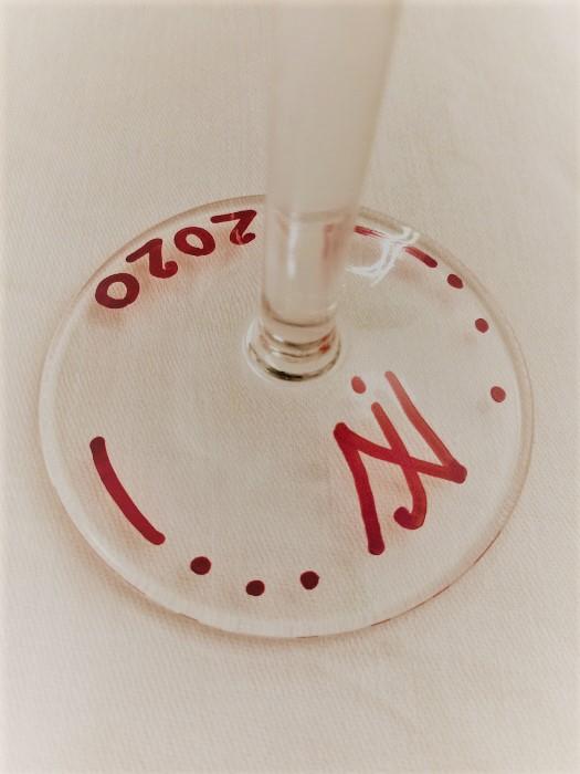 2 betű, a monogram személyes üzenete
